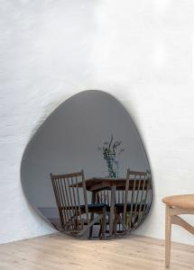 Spiegel Shape Big Warm Grey 95x110 cm